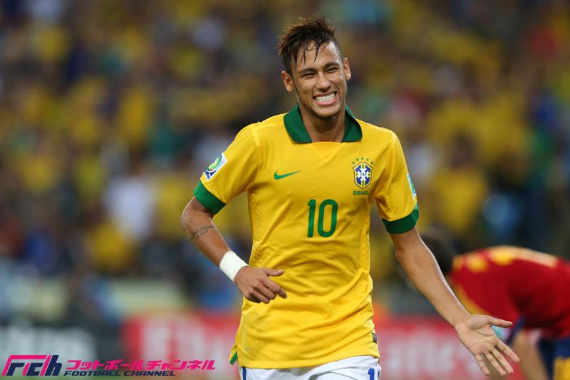 W杯ブラジル代表プロサッカー選手ネイマールの愛車アウディ(Audi)R8スパイダー!