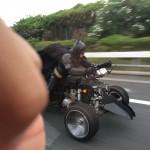 千葉県の高速道路にバットマンが愛車フルカスタム三輪バイク(トライク)で出現!!滑走な走行が目撃された!!