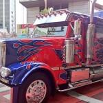 渋谷をトランスフォーマーロストエイジ車が激走!カマロ、コルベット、ランボルギーニ、トレーラートラックがジャック!!